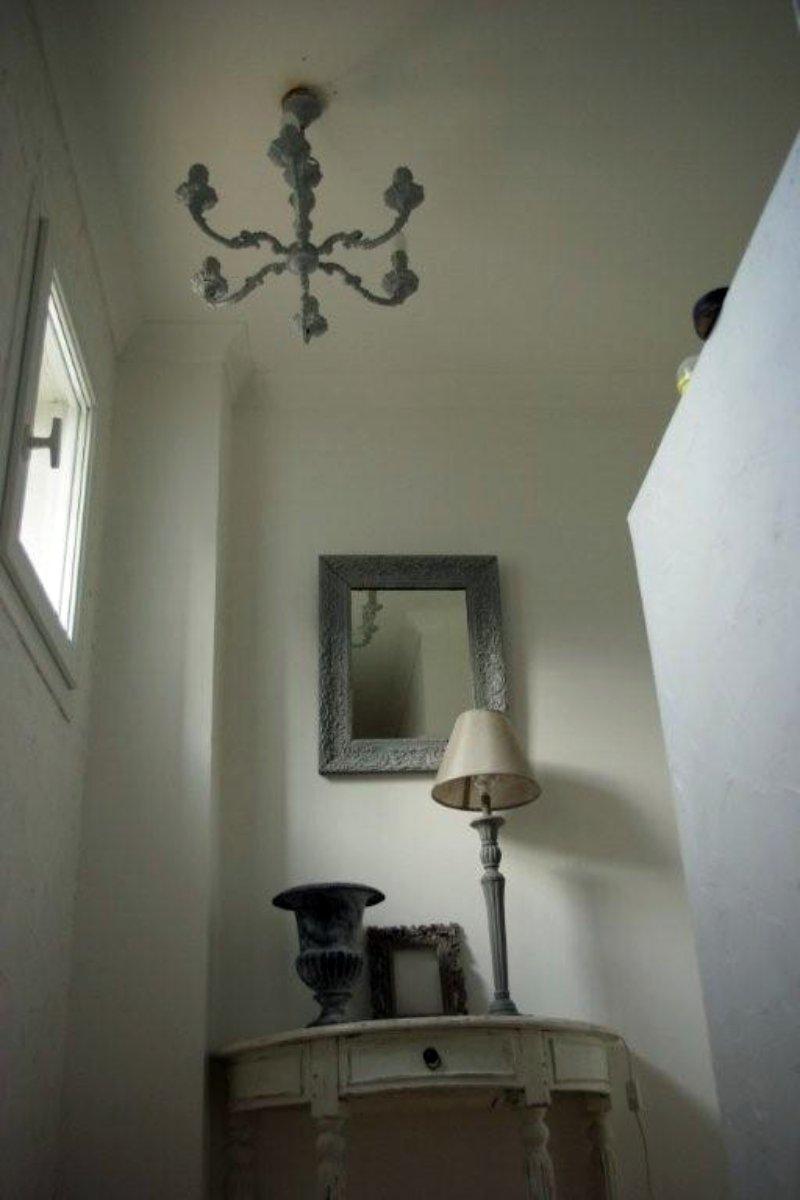 montee escalier avec lustre