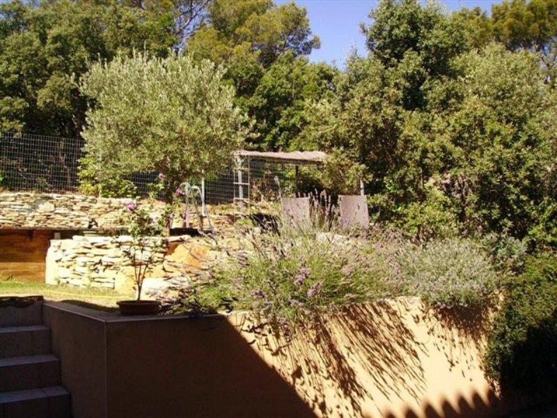 vue de la terrasse de la piscine depuis la maison